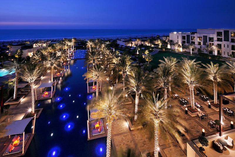 Abu Dhabi ab 1028 € 1
