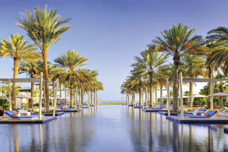 Abu Dhabi ab 1028 € 2