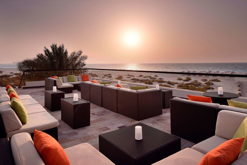 Abu Dhabi ab 1028 € 3