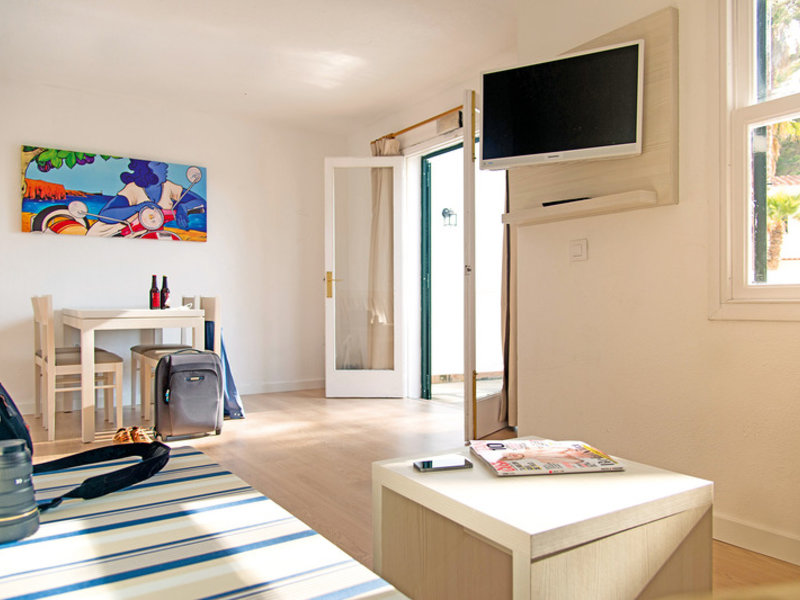 Apartamentos Cala Blanca in Cala Blanca, Menorca