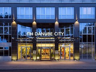 Hotel NH Danube City Vienna Außenaufnahme