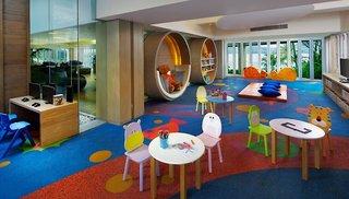 Hotel Amari Phuket - Beachfront Resort & Spa Kinder