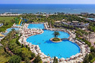 Hotel Miracle Resort Pool