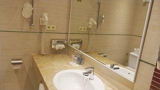 Hotel allsun Hotel Borneo Badezimmer