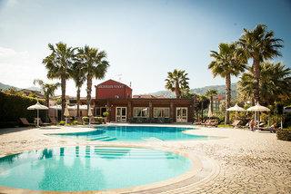 Hotel Alcantara Resort Pool