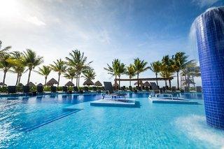 Hotel Bluebay Grand Esmeralda Pool
