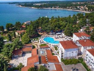 Hotel Pinia Hotel by Valamar Außenaufnahme