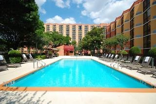 Crowne Plaza Austin Pool