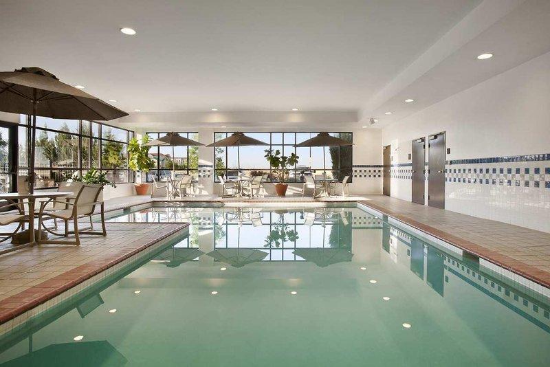Embassy Suites Denver International Airport Pool