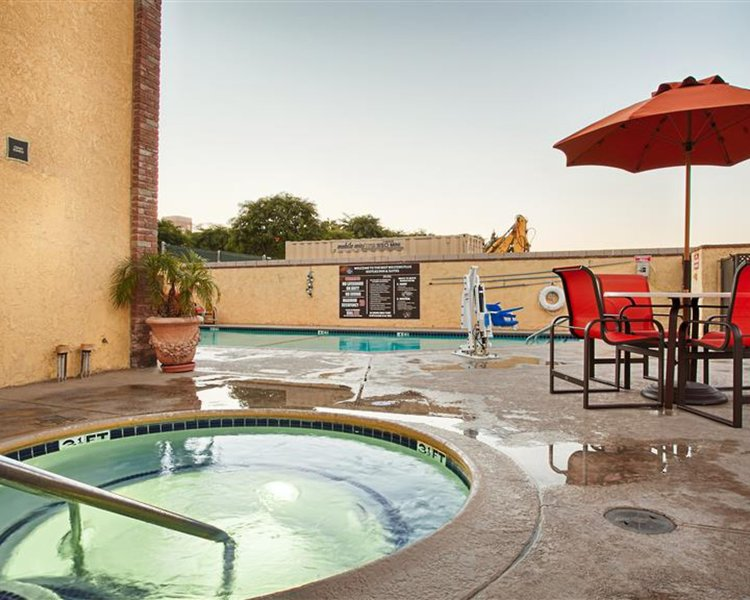 Best Western Plus Raffles Inn & Suites Pool