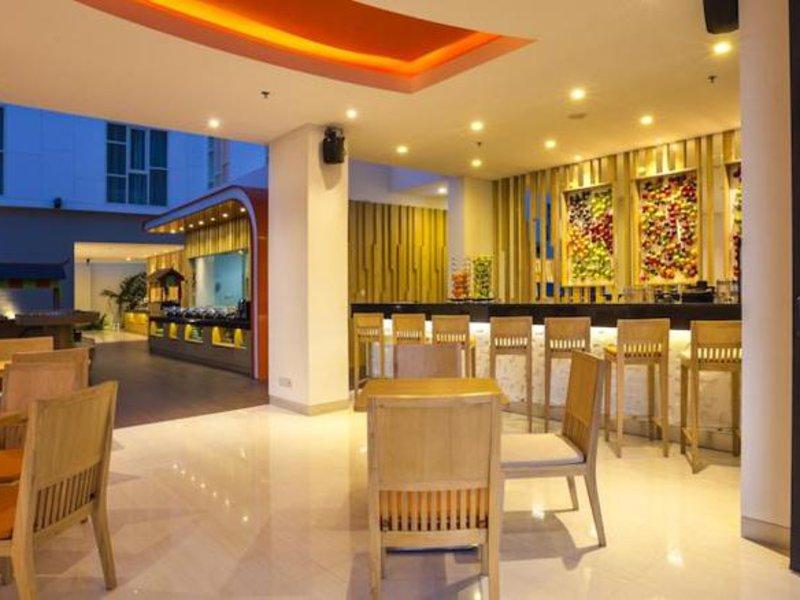 Harris Hotel Raya Kuta Bar