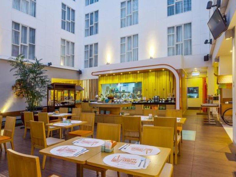 Harris Hotel Raya Kuta Restaurant