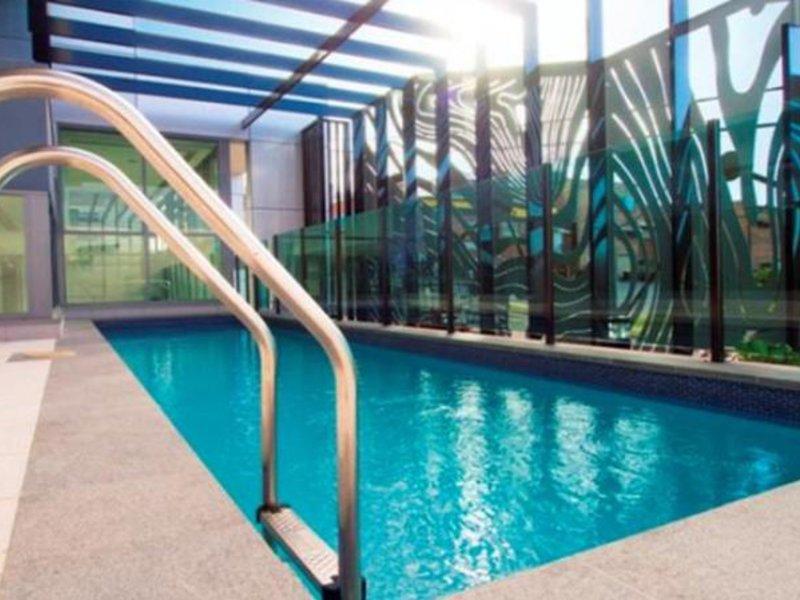 Oaks Grand Gladstone Pool