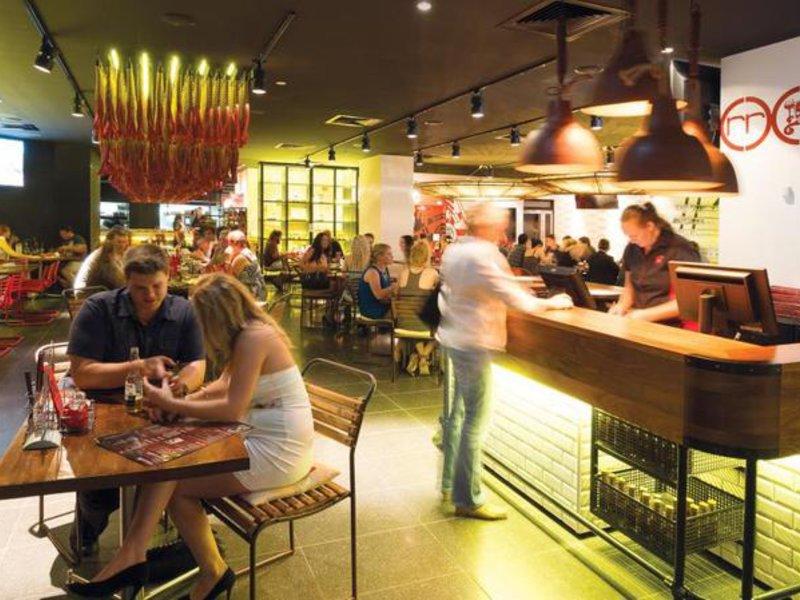 Oaks Grand Gladstone Restaurant