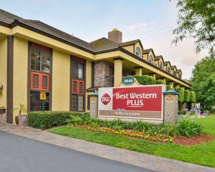 Best Western Plus Raffles Inn & Suites Außenaufnahme