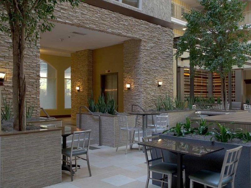 Embassy Suites by Hilton Dallas Market Center Terrasse