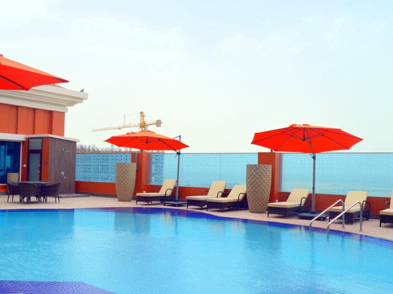 Ramada by Wyndham Manama City Centre Pool