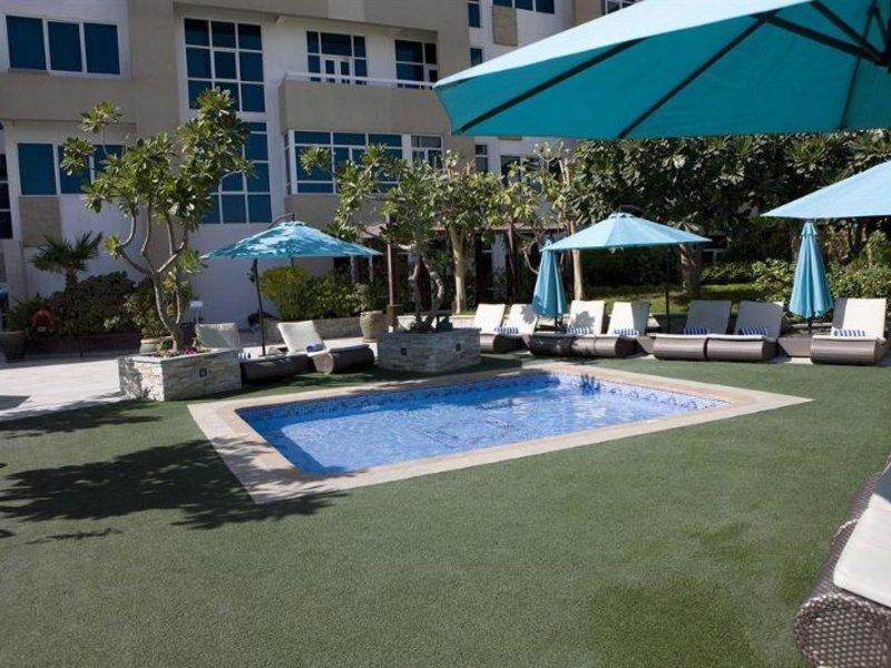 Elite Seef Residence Pool