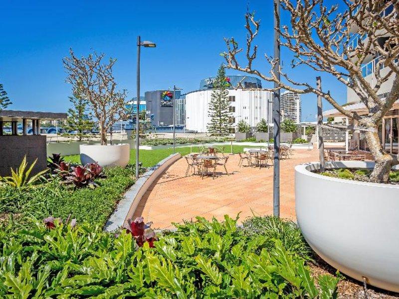 Mantra Twin Towns Garten
