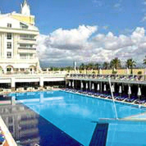 Dream World Resort & Spa Pool