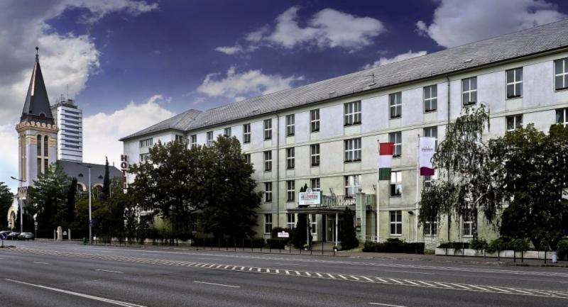 Hunguest Hotel Millennium Außenaufnahme