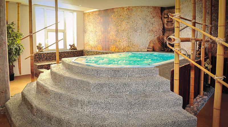 Royal Astrid Pool