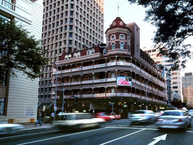 Nomads Brisbane Hostel Außenaufnahme