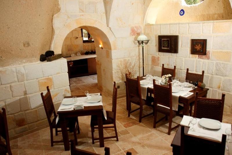CaveDeluxe Hotel Restaurant