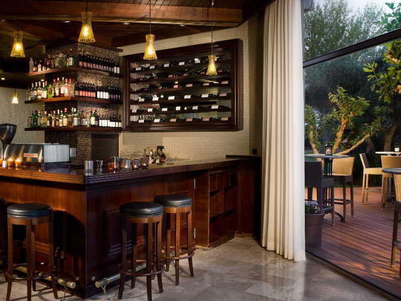 Dan Caesarea Bar