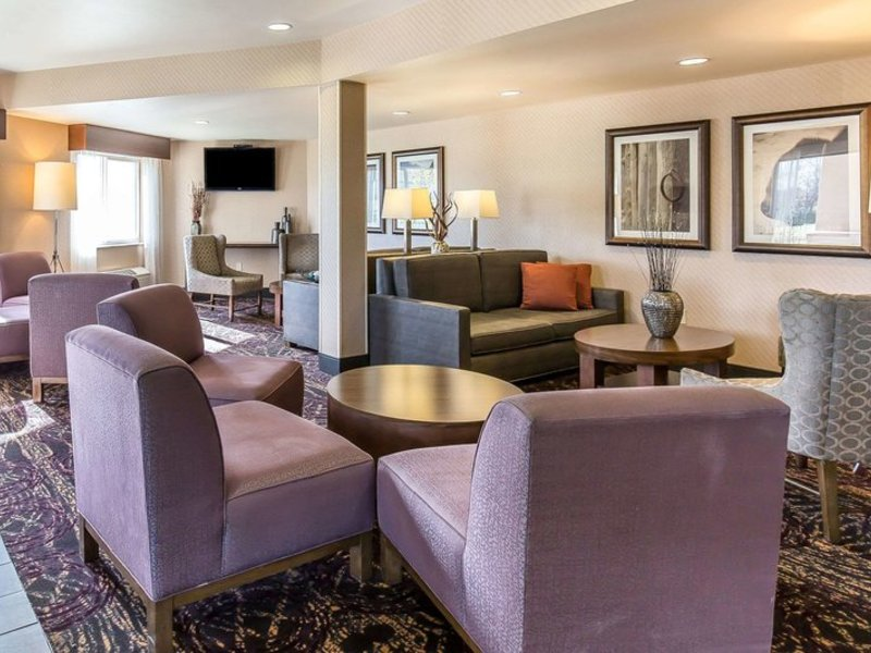Comfort Inn & Suites Market Place - Airport Lounge/Empfang