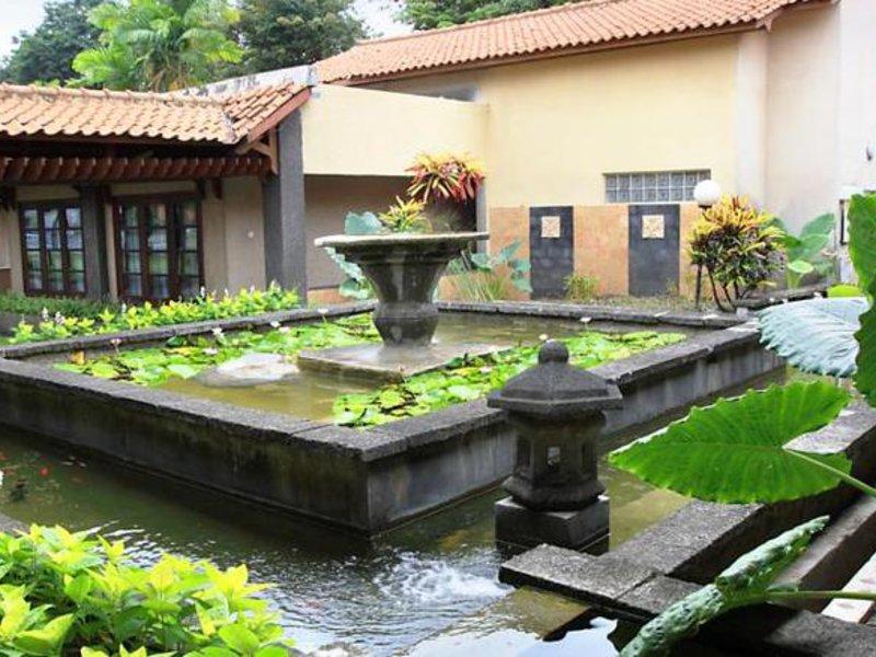 Singgasana Surabaya Garten