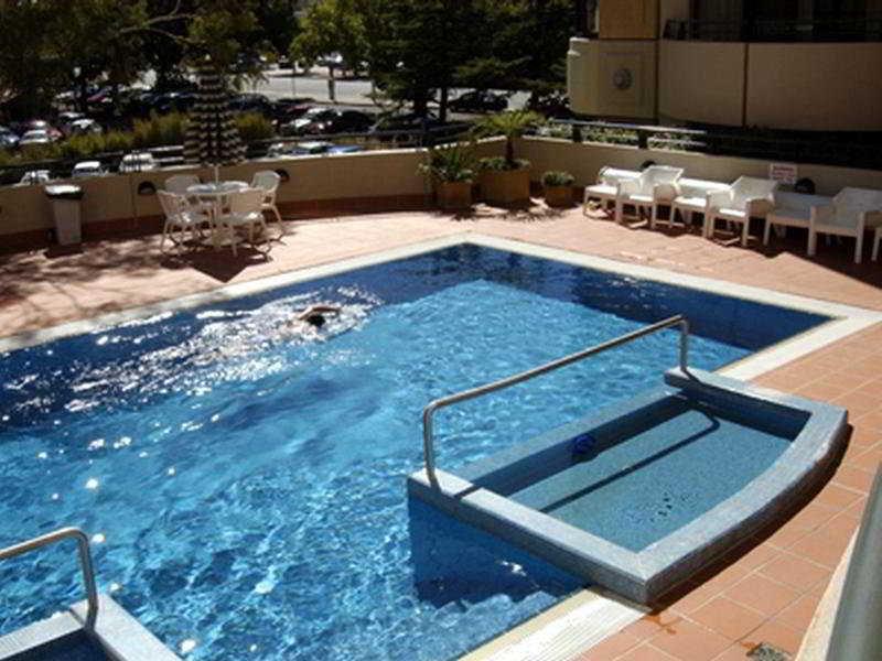 Medina Serviced Apartments Canberra James Court Pool