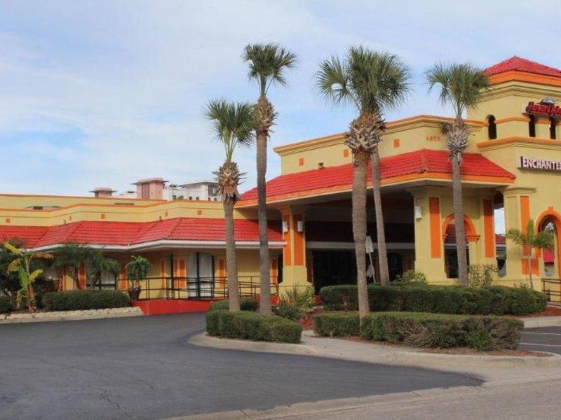 Clarion Inn & Suites  Außenaufnahme