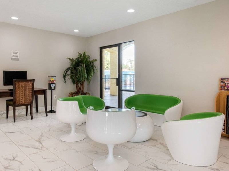 Clarion Inn & Suites  Lounge/Empfang
