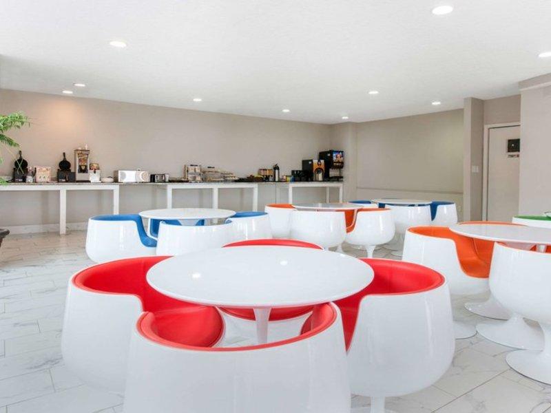 Clarion Inn & Suites  Restaurant