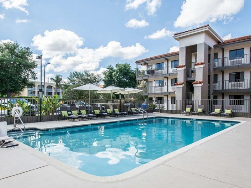 Quality Inn & Suites by the Parks Pool