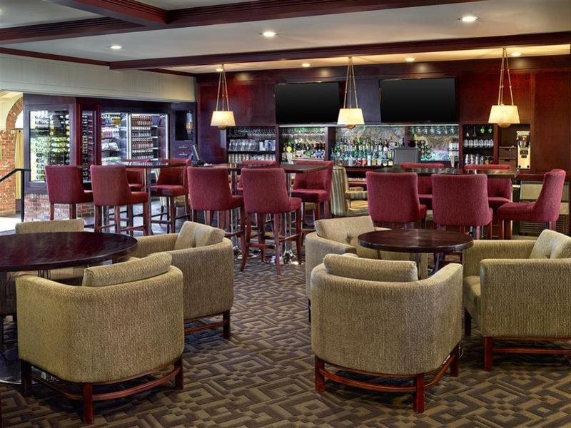 Sheraton Red Deer Hotel Bar