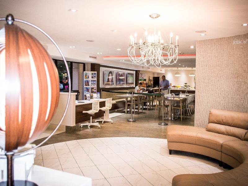 Quality Inn & Suites by the Parks Lounge/Empfang