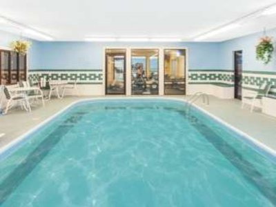 Ramada Limited Decatur Pool