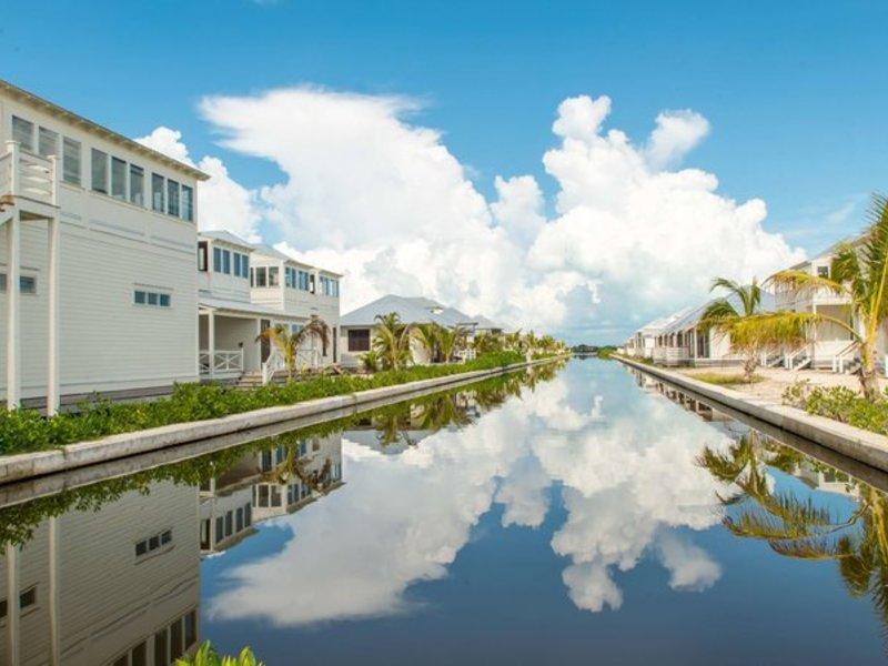 Mahogany Bay Resort & Beach Club, Curio Collection by Hilton Außenaufnahme