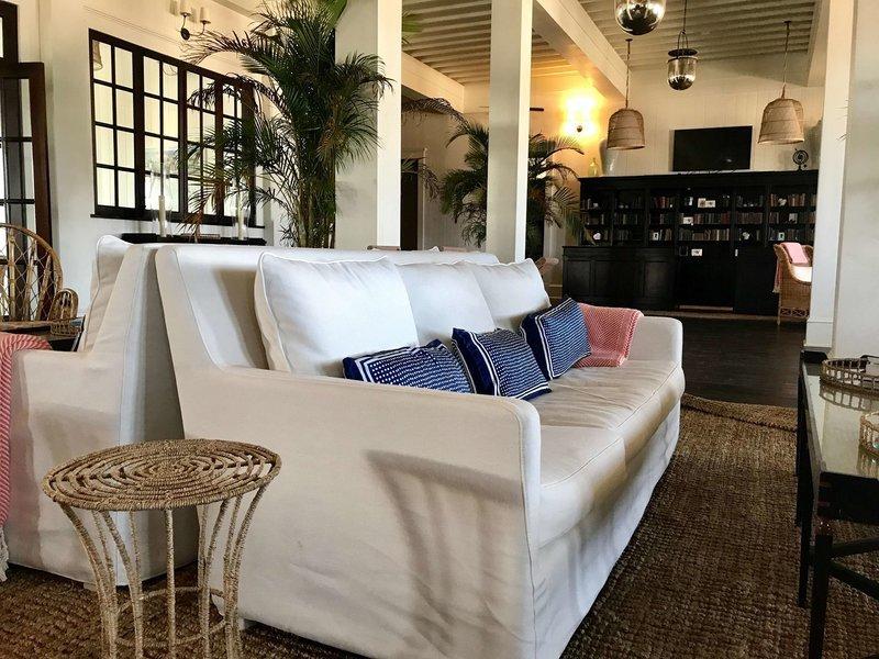 Mahogany Bay Resort & Beach Club, Curio Collection by Hilton Lounge/Empfang
