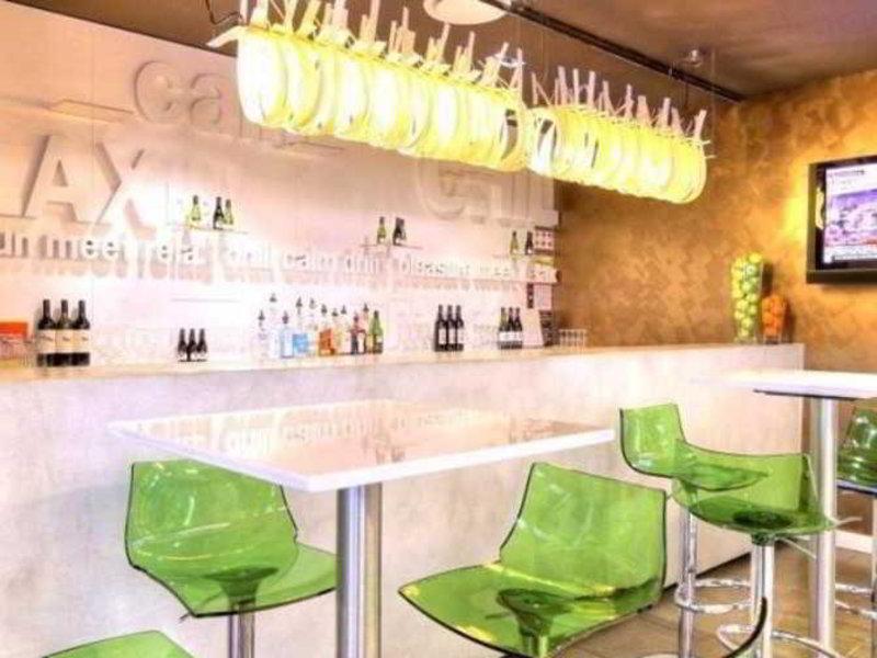 Royal Pacific Hotel Bar