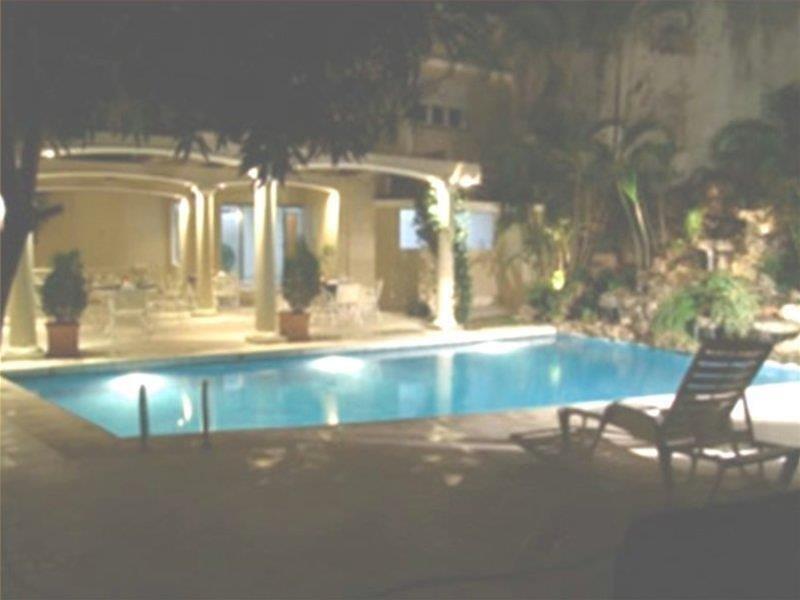 Premier Hill Hotel Suites Hallenbad