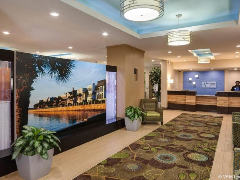 Holiday Inn Express Charleston Downtown-Medical Area Lounge/Empfang