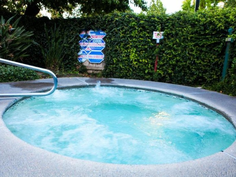 Piccadilly Inn Shaw Pool