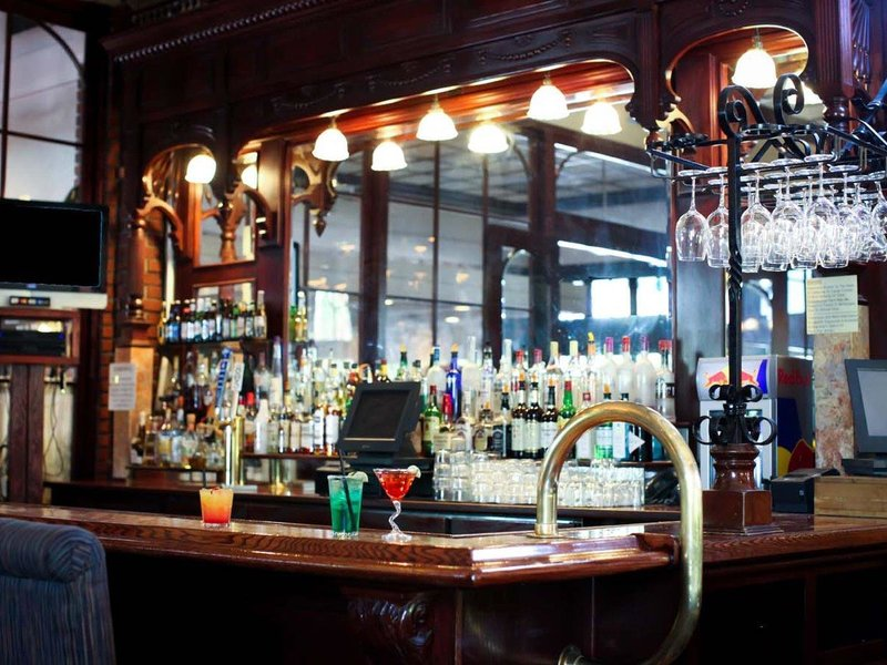 Piccadilly Inn Shaw Bar