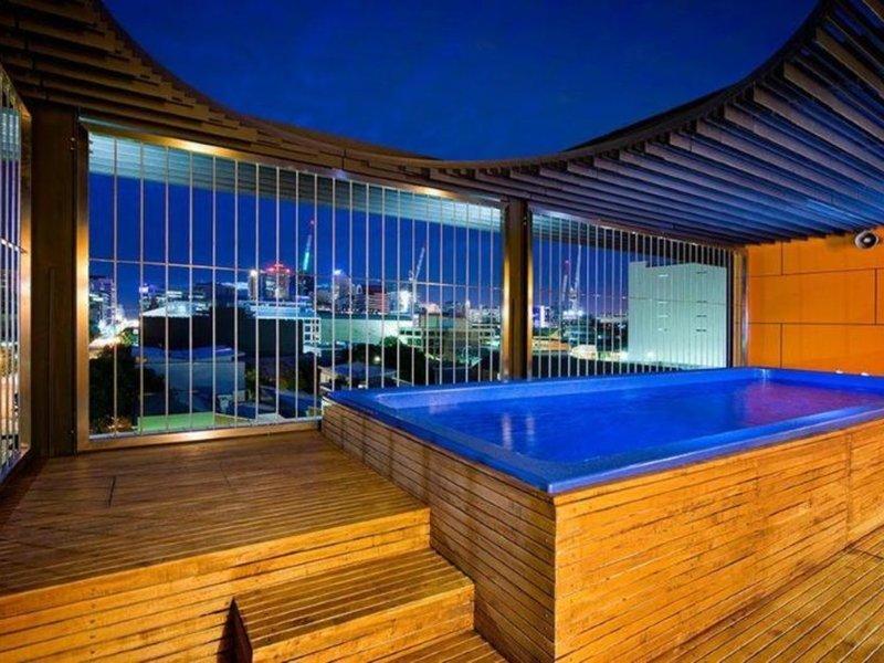 Clarion Hotel Soho Pool