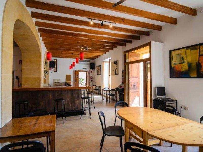 Embat Hostel Bar