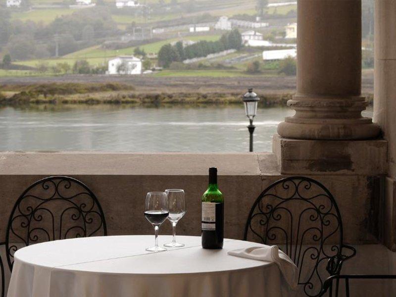 Hotel & Apartments & Palacio Arias Restaurant