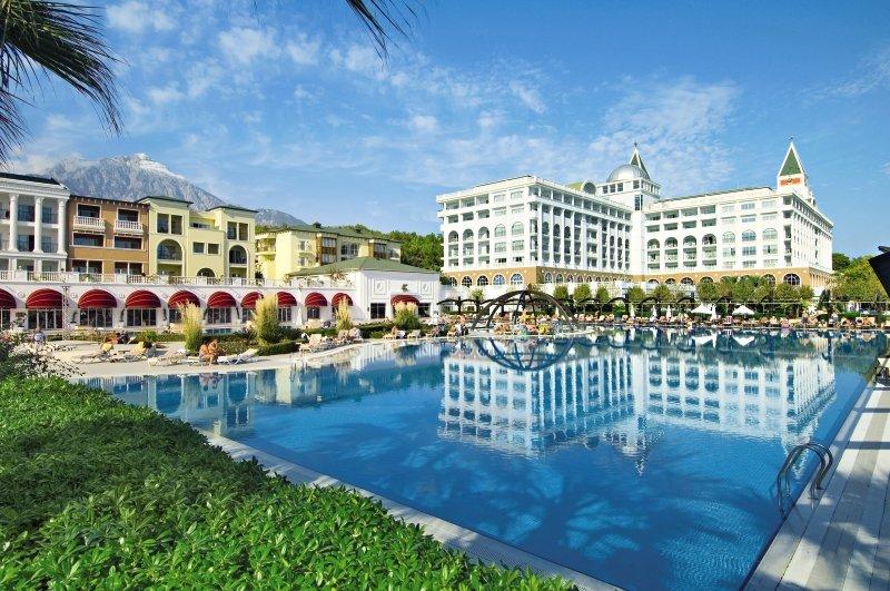 Amara Dolce Vita Luxury Pool